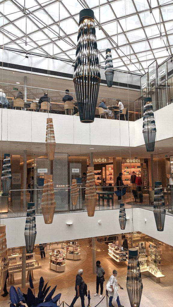 Modern atrium in the new section of the Pont Neuf store