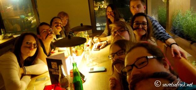 Gruppenselfi im Vapiano mit Moustache