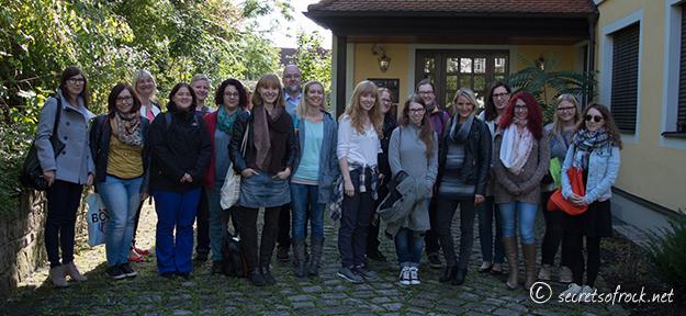 Blogger Gruppenfoto vor dem Verlagsgebaeude