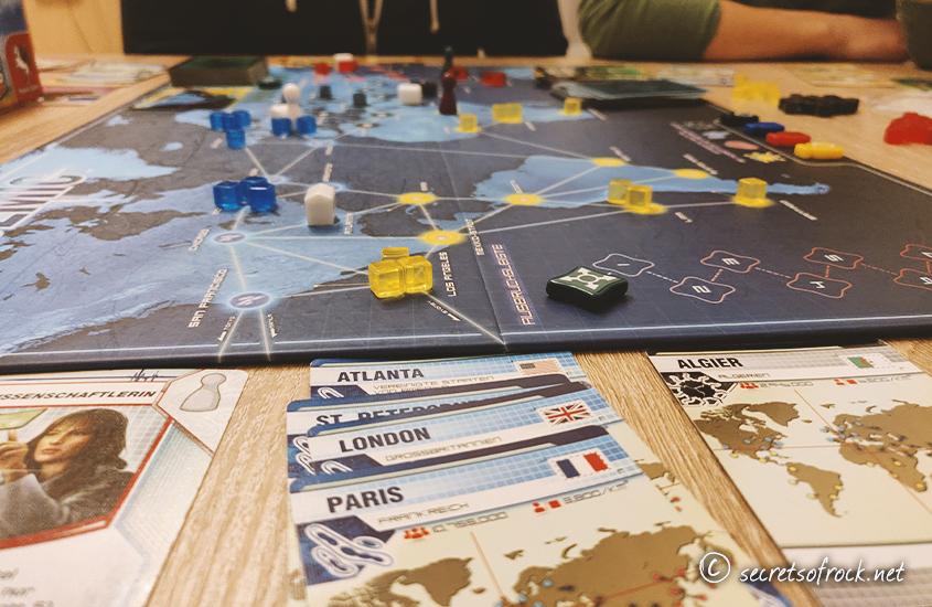 """Beitragsbild: Das Spiel """"Pandemic"""" spielte ich ironischerweise am Tag, als wir ins Home-Office geschickt wurden"""