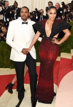 """NEW YORK, NY - MAY 02: Carmelo Anthony (L) and La La Anthony attend the """"Manus x Machina: Fashion In An Age Of Technology"""" Costume Institute Gala at Metropolitan Museum of Art on May 2, 2016 in New York City. (Photo by Jamie McCarthy/FilmMagic)"""