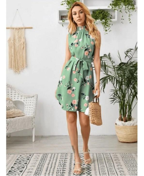 Secret Wish Boutique Sukienka Zielona w Kwiaty Bez Rękawów Mini (2)