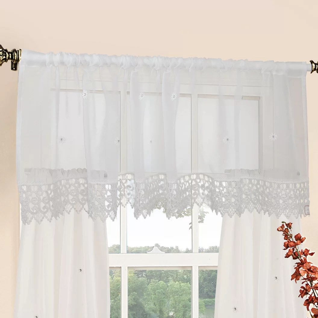 Violet Linen Daisy Design 60 Curtain Valance And Tier Set