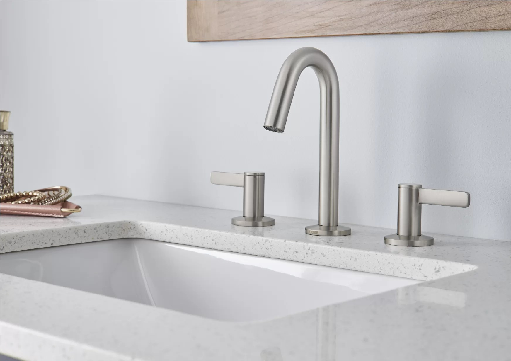 amalfi widespread bathroom faucet with drain assembly