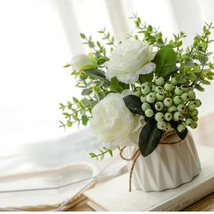 roses floral arrangements in vase
