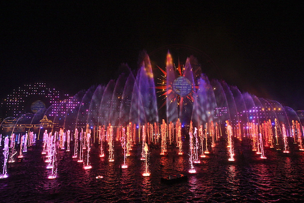 New 'World of Color - Season of Light' Fills the Night with Holiday Magic at Disney California Adventure Park