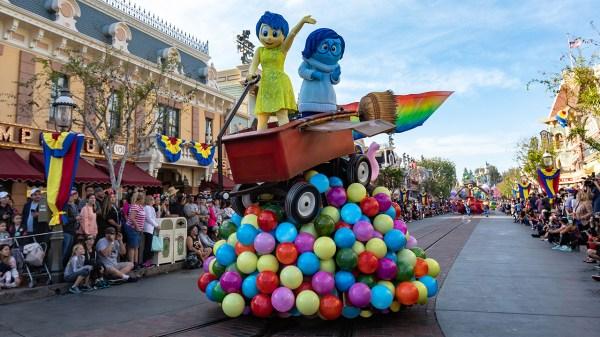 Behind-the-Scenes: 'Pixar Play Parade' at Disneyland Park ...