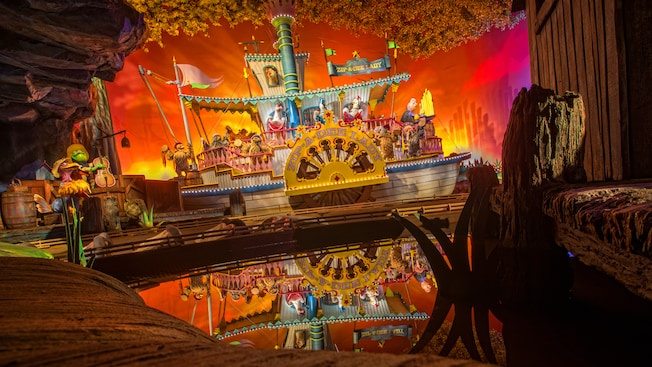 Animals aboard the Zip-A-Dee Lady paddle wheel boats at Splash Mountain