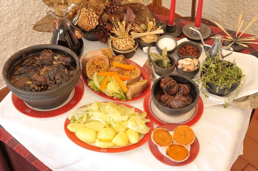 Traditional dishes, O Confrade restaurant, Vila Nova de Poiares, Portugal
