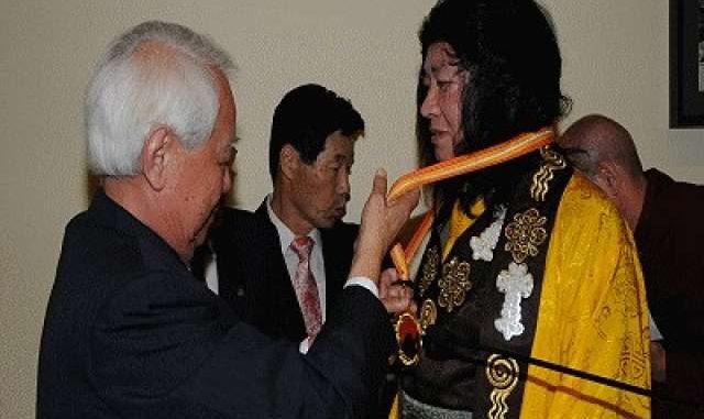 佛教最高領袖-H.H.第三世多杰羌佛獲世界和平獎最高榮譽獎