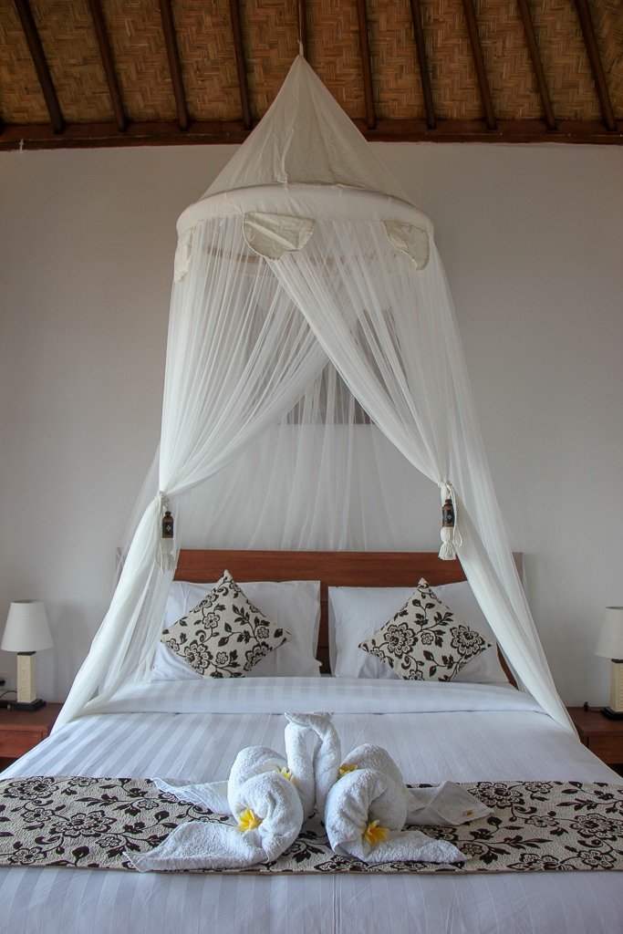 Mosquito Net bed at stylish Nusa Veranda Sunset Villas on Nusa Ceningan, Bali, Indonesia