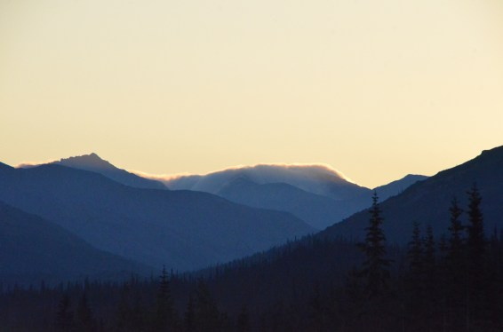 Morning heading south. Clouds still trying to come over the mountains, making a thin glowing layer.