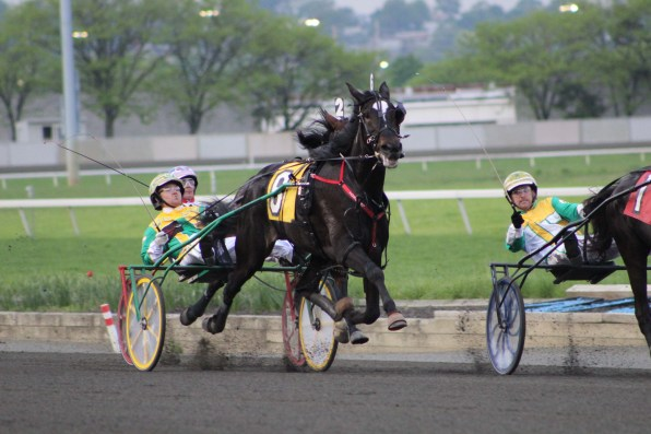 Southwind Cocoa flies down the stretch