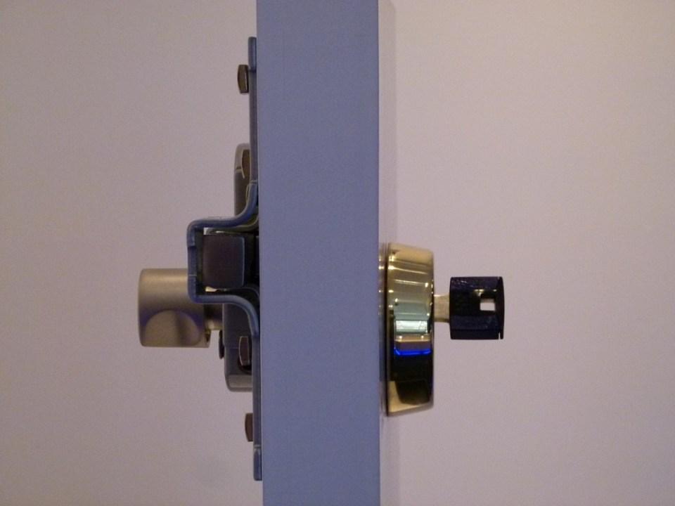 Cómo reforzar una puerta existente? - Security Point Madrid