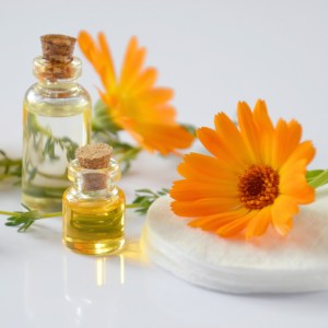 25 Simple Perfume Recipes with Essential Oils Ebook