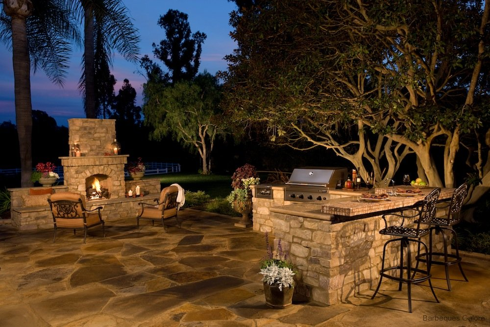 Guide To Barbeque Grills And Outdoor Kitchen Islands