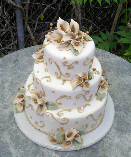 Chamange Calla lily Wedding cake     Sedona Wedding Cakes Chamange Calla lily Wedding cake