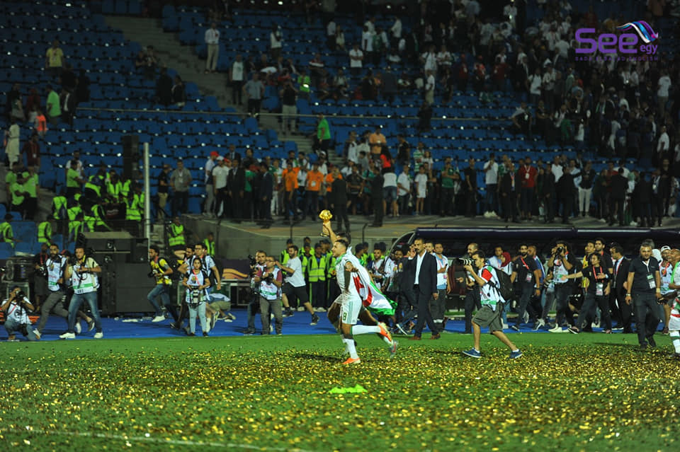 Algeria's players is celebrating the victory