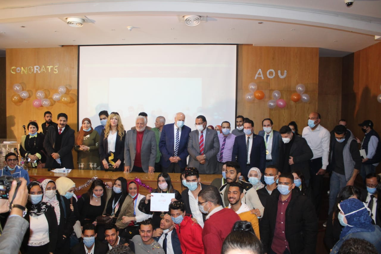 Dr. Abdel-Hai Obaid, President of the University. with Suraiti and students