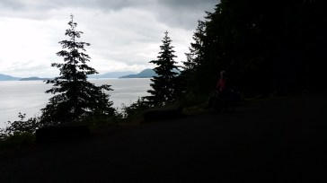 I'm dark in the corner, see? The ride along Chuckanut Drive from Bellingham to Anacortes was incredible, bluffs on the left and ocean on the right.