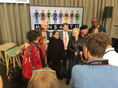 Some of the organizers of the Peoples Assembly and Tribunal Monsanto: Marie Monique Robin, Valerie Cabanes, Hans Herren, Vandana Shiva, André Leu, Renate Kunast, Ronnie Cummins and Nnimma Bassey — com Marie-Monique Robin, Valérie Cabanes, Hans Rudolf Herren, Vandana Shiva, Ronnie Cummins