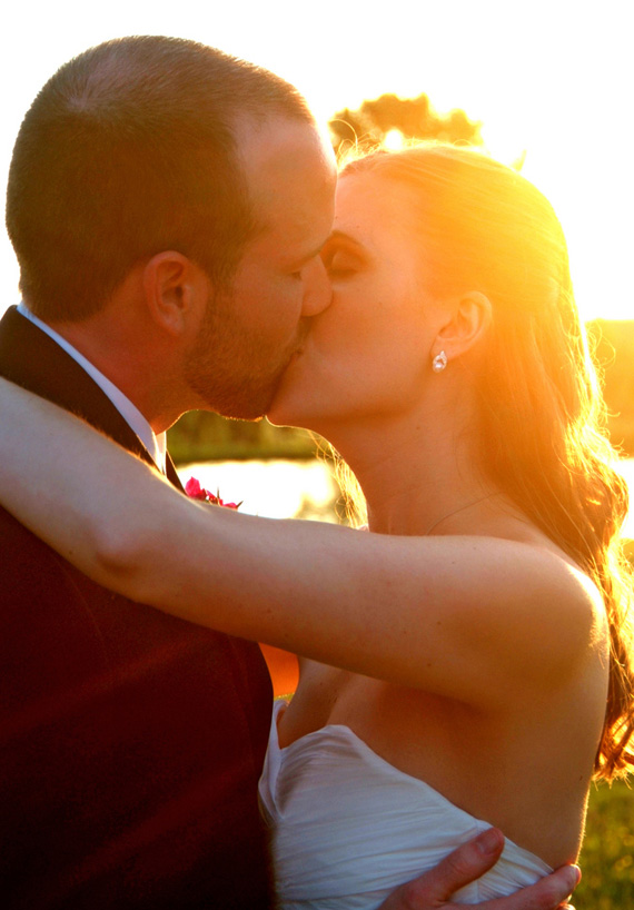wedding-reception-ideas-kiss