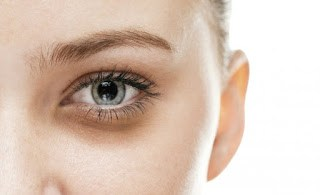 Drinking water will help cope with dark circles under the eyes