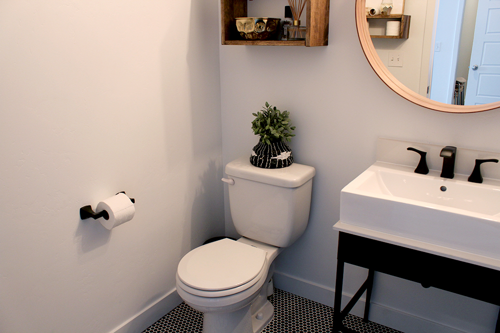 Before After Bathroom Why Black Modern Hardware Can Make All The Difference Seeking Alexi Diy Boss