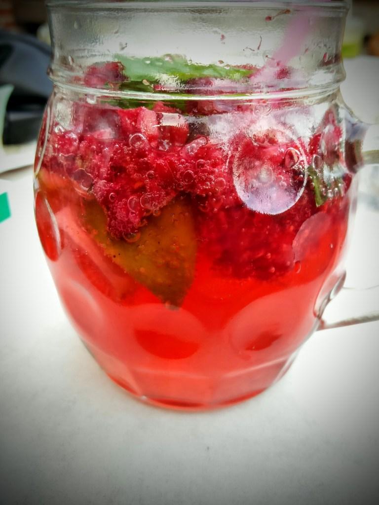 Himbeer-Limonade mit Minze