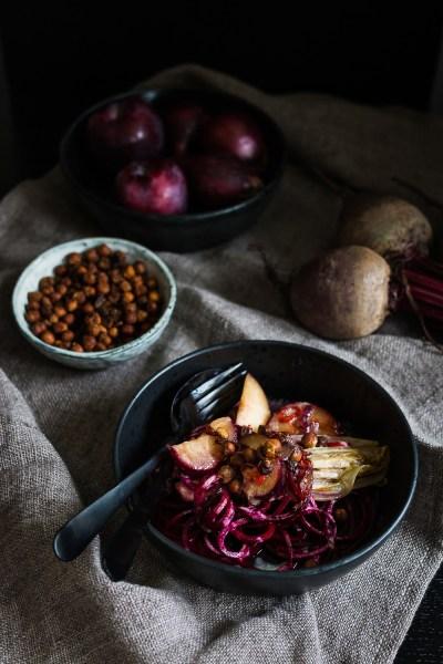 Rote Bete Salat   karamellisierter Chicoree   Pflaumen   seelenschmeichelei.deRote Bete Salat   karamellisierter Chicoree   Pflaumen   seelenschmeichelei.de