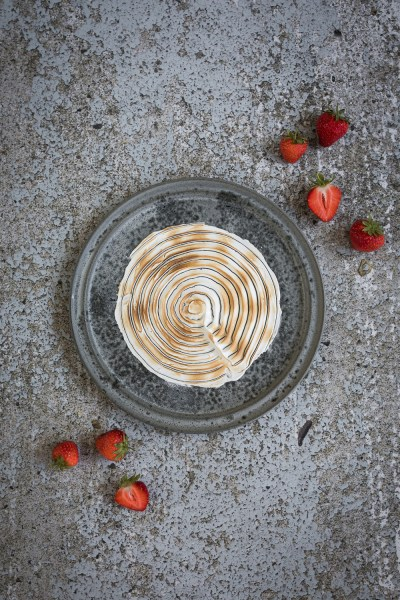 Roasted strawberry miso ice cream with burned meringue   seelenschmeichelei.de