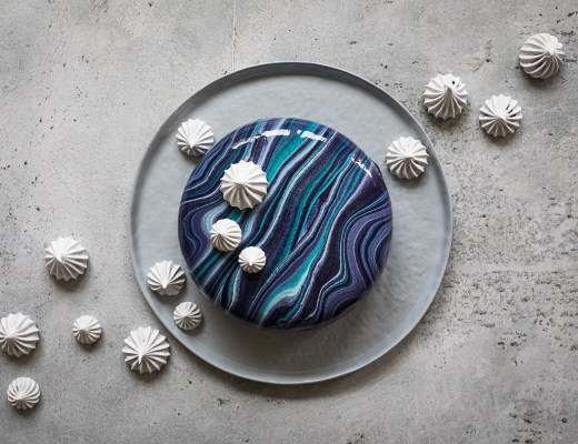 Blaubeer Skyr Mirror Glaze Torte | Galaxy Mirror Glaze Cake | seelenschmeichelei.de