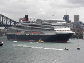 Queen Elizabeth leaving Sydney Harbour