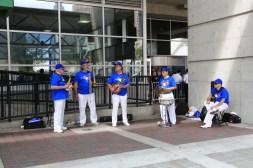 6 - swingin' Blue Jays-Fans