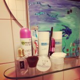 Was man halt so braucht... Im Hintergrund selfmade Kunst der #lieblingsnichte ♥ #makeup #restaurieren #kunstfürsich #Pmdd16 #pmdd