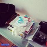 Dann das Bügelbrett frei-/aufräumen. Habt ihr auch in jedem Zimmer Ecken, wo ihr Sachen stapelt (weil ihr grad zu faul zum Aufräumen seid)?