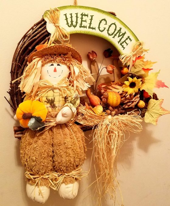 Welcome scarecrow wall hanging