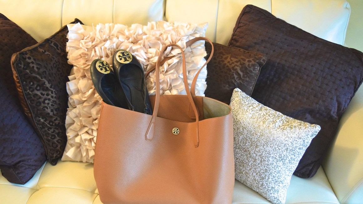 5b70d68bd2b Bag Review  Tory Burch Perry Tote – See Molly Blog