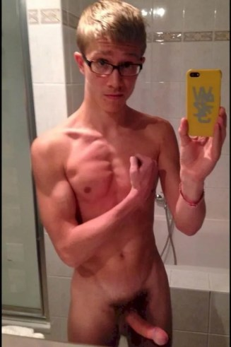 Nerdy hung guy getting it on 10