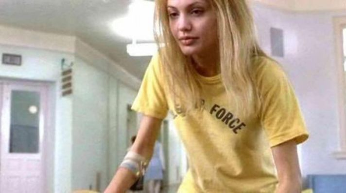 Movie Wardrobe: The t-shirt US Strength of Angelina Jolie in Girls  Interrupted