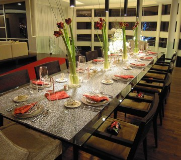 Holiday table setting for a contemporary house. Designed by Art|Harrison.