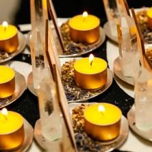為每位參加儀式的同學換上全新的蠟燭,確保女神能量的連結能夠穩定,是七日儀式中每天都要進行的固定任務。