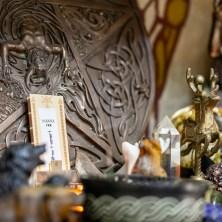女神符牌也可以放在個人祭壇上,持續連結女神能量到生命中!