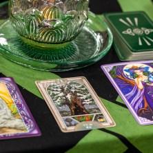 三日儀式結束後,根據儀式的儀軌,這次也依然抽出三種神諭卡來了解女神要給我們的提醒。     *歐甘樹文:「生與死的循環,是一種古老而無法打破的傳承,榮耀並且學習祖靈的精神。」   -紫杉Yew   是的,象徵死亡與重生的黑暗聖樹──紫杉再一次出現在女神的提醒之中,然而這次我想他更著重於有關於傳承與祖靈的象徵,因為紫杉的生命很長,長到已然成為森林的長者以及智慧的傳承者。 因此我想他的出現一方面是要我們繼續等待黎明的到來,另外一方面需要學習尊敬我們的祖靈。學習古老的祖靈們在惡劣的環境以及尚未發達的資源中活過來,如此才能夠造就現在的我們。 當然紫杉也代表著冬至的寒冷尚未度過,請保持好自己的力量,等待真正春天的來臨。     *巫術神諭卡:「智慧將會永遠傳承下去,學習歷史且不要忘記自己目前的位置。」   -巨石陣   這張牌是巨石陣的象徵,它代表著古老的傳承將會繼續延續下去,不管風吹雨大等各種挑戰出現,我們都需要謙卑地接受並且堅定地站在自己的位置上,古老的力量都是這樣傳承下來的。也因為這些力量撐過了最困難的時候,因此才能在後代發光。     *祝福神諭卡:「獲得清晰的洞見,在關係之中看見混亂之中的真相,複雜之中的單純」   -清晰的祝福   這是帶來清晰能量的祝福,代表著我們在這個儀式中獲得了來自女神的清晰洞見能力,或許也是幫助我們過去在情感或家庭議題中的迷惑,能夠透過儀式越來越清晰也了解到底糾結是如何產生,如何讓我們感覺到困擾。     / 看起來這次茱諾女神的降臨是協助所有的參與者能夠在錯綜複雜的家庭議題中保持清晰的洞見,以及敏銳的觀察,讓自己不再被家族/家庭關係所勒索。重新正視自己家族的祖靈,尊重他們並且從中學習到他們的經驗,不再重蹈覆轍。這個議題很困難也可能很黑暗,但是謙虛與接受的心將協助我們度過挑戰。