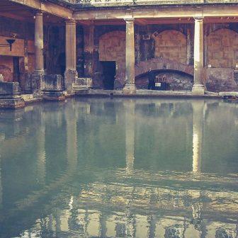Bath UK royal cresent k-mitch-hodge-zRsb7_va8UY-unsplash