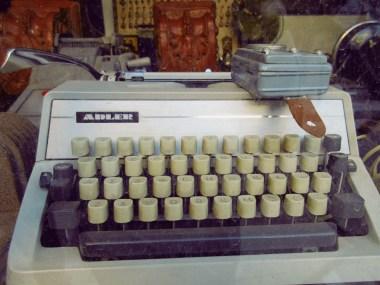 psiri typewriter