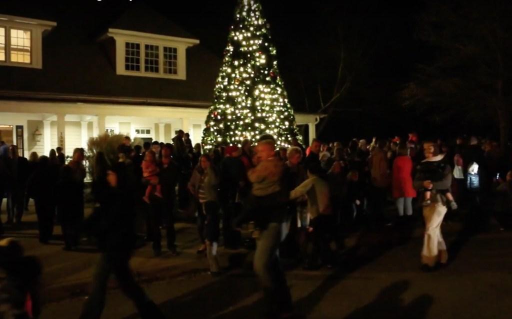 tega-cay-christmas-treen-lighting