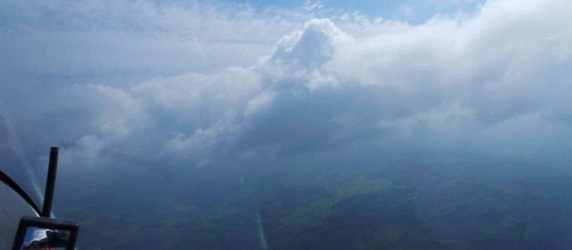 Segelflug Sontra Fliegen über den Wolken
