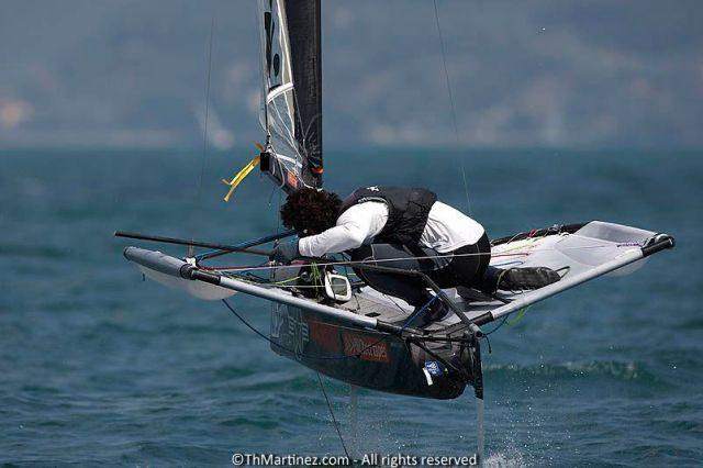 Der ex Weltmeister Bora Gulari (USA) kann sich noch so verbiegen bei der Halse, gegen die Aussies kommt er nicht an. ©Th.Martinez/Sea&Co