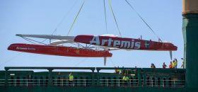 Das neuer AC72 Geschoss von Artemis ist in San Francisco angekommen. © Sander van der Borch/Artemis